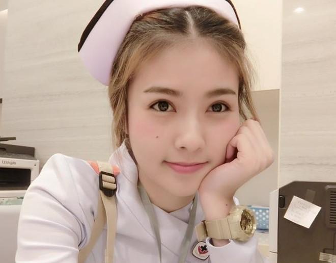Nữ y tá Thái Lan nổi tiếng vì xinh như Hotgirl