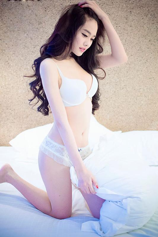 """""""Bỏng mắt"""" trước vẻ bốc lửa của Linh Chi - bạn gái mới của Lâm Vinh Hải"""