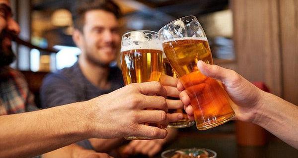 Đàn ông nên đi ăn nhậu với bạn bè 2 lần một tuần để cải thiện cuộc sống