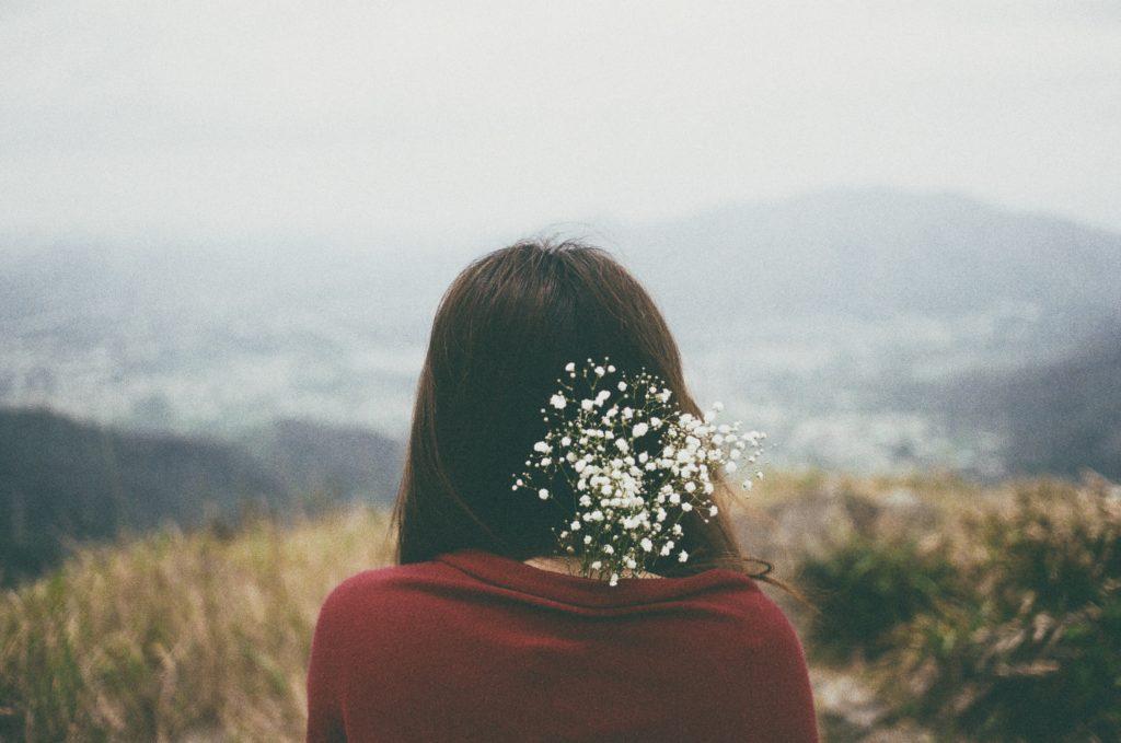 Em vẫn chọn cô đơn... chứ không bao giờ chọn cách yêu vội vã