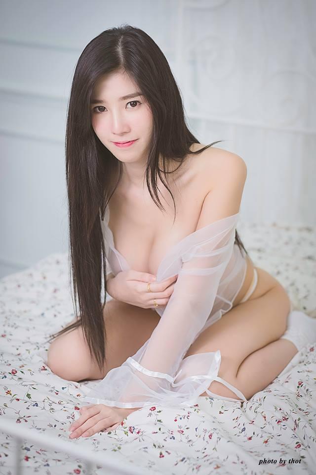 Thiên thần nội y Sukanya Moey