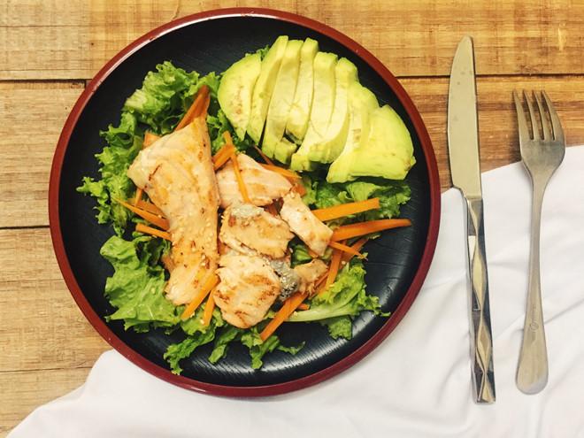 Giảm cân làm đẹp với món Salad cá hồi hấp dẫn