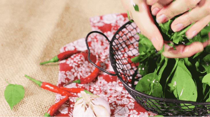 Cách nấu canh gà lá giang thơm ngon, đậm đà mà không bị chua