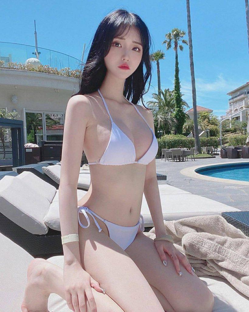 bikini siêu nhỏ và mỏng xuyên thấu