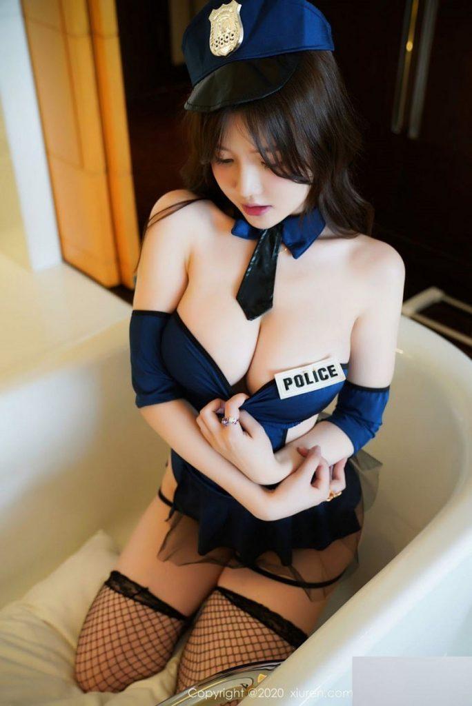 Hot girl Mini