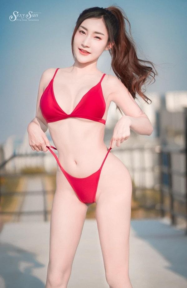 gái xinh mặc bikini màu đỏ
