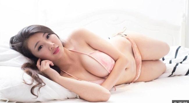 Người mẫu áo tắm hồng kông