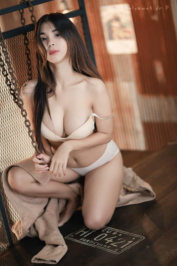 gái xinh mặc bikini khoe ngực
