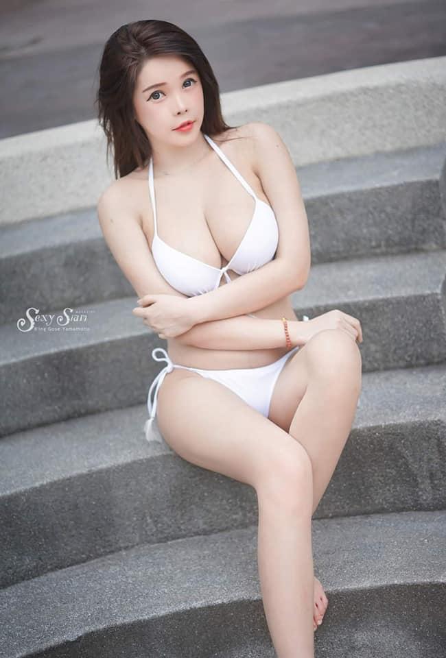 girl xinh mặc bikini màu trắng