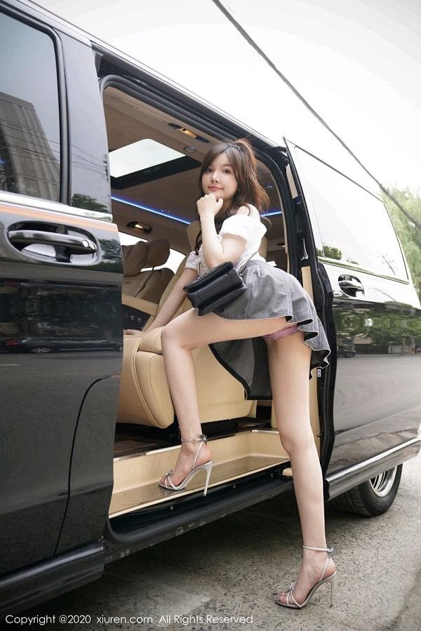 girl xinh mặc váy siêu ngắn