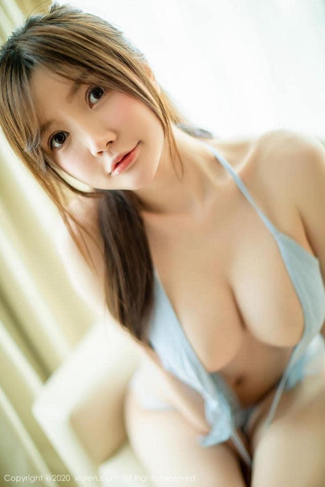 girl xinh mặc áo 2 dây